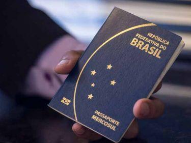 Novo modelo de passaporte divulgado pelo ministro da Justiça, José Eduardo Cardozo (Foto: Marcelo Camargo/Agência Brasil)